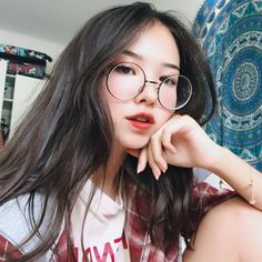 Looking at all this beautiful Korean girls, makes me realized I have no chance with my oppa. *cries in mexican* Style Ulzzang, Ulzzang Korean Girl, Cute Korean Girl, Ulzzang Fashion, Korean Fashion, Girl Korea, Asia Girl, Korean Aesthetic, Aesthetic Girl