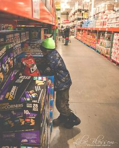 8/365 trip to Costco.....decisions decisions...... #costco #365 #365Project #ThreeSixtyFive #OnePhotoEveryday #PersonalProject #family #lilacblossomphotography #longislandmoms #longislandfamilies #family #nikon #nikond810 #2017 #familyphotos #candidchildhood #everydaystorytelling #letthekids #magical  #2017Storytellerschallenge #three_sixty_five2017 #Inthe365 #clickinmoms #inthenow #snaplovegrow