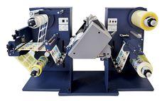 BESSERDRUCKEN: Neuer kompakter Desktop-Etiketten-FinisherDer neue... Desktop, Epson, Drafting Desk, Espresso Machine, Printer, Coffee Maker, Scanner, Beer Labels, Printing