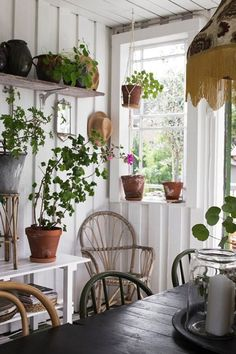 the art of slow living — Vintage House Casas Shabby Chic, Shabby Chic Stil, Cozy Cottage, Cottage Style, Hygge, Deco Champetre, Interior And Exterior, Interior Design, Living Vintage