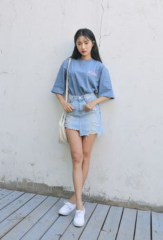 korea fashion A Korean daily style outfit that I would totally wear. I really like the jean skirt and how her shoes and purse match. Korean Fashion Teen, Korean Fashion Winter, Korean Fashion Dress, Ulzzang Fashion, Korea Fashion, Korean Outfits, Mode Outfits, Asian Fashion, Korean Street Fashion Summer
