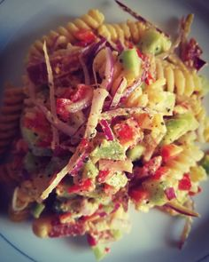#easyrecipe #pastafredda  #saladrecipes #healthyrecipes #pasta #onion #prosciutto #maionese #peppers #redpepper #chiaseeds #cucumber Pasta Salad, Cabbage, Salads, Tacos, Vegetables, Healthy, Ethnic Recipes, Food, Mayonnaise