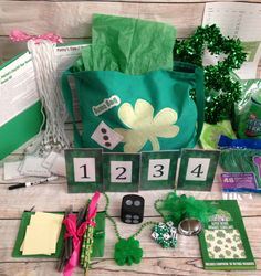 16 Person Deluxe St. Patricks Day Bunco Kit with Durable Handmade Tote Bag- Green St. Pattys Day Theme and ALSO doubles as a regular Bunco
