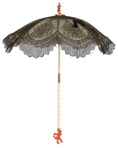 Parasol, c. Chantilly lace, satin, ivory, and coral. Victorian Era, Victorian Fashion, Vintage Fashion, Historical Costume, Historical Clothing, Vintage Umbrella, Lace Umbrella, Lace Parasol, Umbrellas Parasols