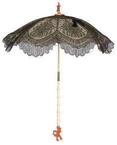 Parasol, c. Chantilly lace, satin, ivory, and coral. Under My Umbrella, Sun Umbrella, Historical Costume, Historical Clothing, Victorian Fashion, Vintage Fashion, Victorian Gothic, Vintage Umbrella, Umbrellas Parasols