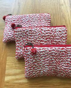 赤い刺し子糸のポーチ #古布 #白絣 #刺し子 #ポーチ #手作り #百万遍さん手づくり市 #くらふてぃあ杜の市 #吾亦紅