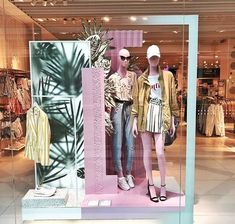 "Bershka, madrid, spain, ""tropical vibes only"", photo by we l Boutique Interior, Boutique Decor, Window Display Design, Store Window Displays, Fashion Window Display, Visual Merchandising Displays, Visual Display, Boutique Store Front, Store Layout"