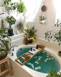 Bohemian Bathroom, Cozy Bathroom, Bohemian Decor, Bohemian Style, Bathroom Plants, Garden Bathroom, Bathroom Ideas, Bathroom Small, Bathroom Inspo