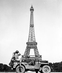 John Downey - Soldiers of the 4th U.S. Infantry Division look at the Eiffel Tower in Paris, after the French capital was liberated August 25, 1944. Courtesy the records of the Office of War Information, U.S. National Archives. S)