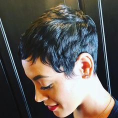 Today we have the most stylish 86 Cute Short Pixie Haircuts. We claim that you have never seen such elegant and eye-catching short hairstyles before. Pixie haircut, of course, offers a lot of options for the hair of the ladies'… Continue Reading → Pixie Super Court, Super Short Pixie, Short Sassy Hair, Short Hair Cuts, Short Hair Styles, Pixie Styles, Short Pixie Haircuts, Short Black Hairstyles, Pixie Hairstyles
