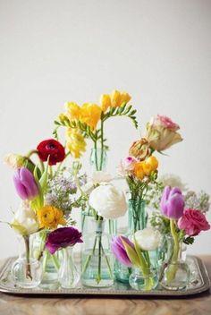 Composition des fleurs en jolis bouquets