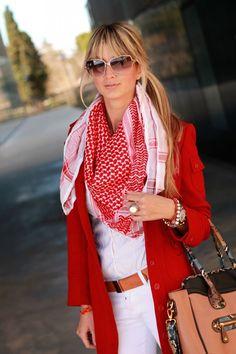 Conseils de mode, comment bien porter et mettre son keffieh pour un homme ou une femme, bien le nouer et l'attacher autour du cou, sur la tête et cheveux.