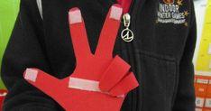 Mãos com velcro     Recurso para contagem em aulas de matemática na Educação Infantil