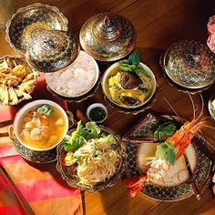 I want to learn Thai cooking, jammie. The Amari Palm Reef in Koh Samui, Thailand offers free afternoon cooking classes with their own chef.
