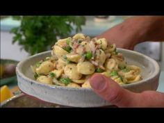 Fast Ed: Creamy ham and pea pasta, Ep 15 (15.05.15)  Now you can take pasta to a new level without breaking a sweat (or the bank)! Ed's Creamy Ham & Pea pasta is quick, tasty and delightfully creamy – and best of all you can get a soft and silky flavour without all the fat. #CreamyHamPea, #Pasta   Read post here : https://www.fattaroligt.se/fast-ed-creamy-ham-and-pea-pasta-ep-15-15-05-15/   Visit www.fattaroligt.se for more.