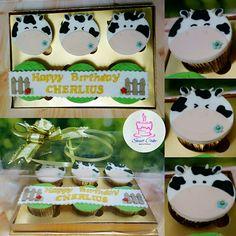 Cow Cupcake Cow Cupcakes, Sweet Cakes, Fondant, Birthday Cake, Desserts, Food, Tailgate Desserts, Fondant Icing, Birthday Cakes