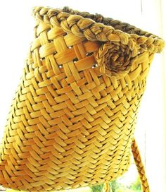 Picture Flax Weaving, Weaving Art, Basket Weaving, Hand Weaving, Woven Baskets, Rattan Basket, Wicker, Traditional Baskets, Maori Designs