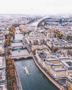 View of the Siene River in Paris. Fall leaves changing in Paris. Wanderlust bucket list of places to visit in Europe on vacation. Paris Travel, France Travel, Paris France, Pont Paris, Montmartre Paris, Places To Travel, Places To Visit, Ile Saint Louis, Reisen In Europa