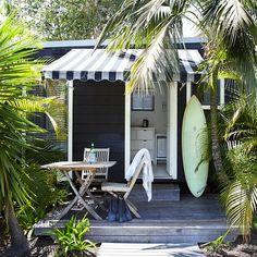 Perfect strandhuis in Byron Bay - surf shack Surf Shack, Beach Shack, Beach Cottage Style, Beach Cottage Decor, Coastal Style, The Atlantic Byron Bay, Surf House, Dream Beach Houses, Beach Bungalows