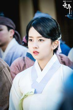 Ngắm loạt hình chứng tỏ Kim So Hyun chính là Nữ thần Hanbok 9x của Hàn - Điện ảnh