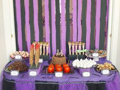 """""""MA NOUVELLE MAISON"""": THE HALLOWEEN PARTY TABLE 2011"""
