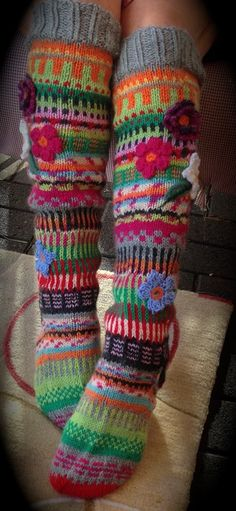 Irish lace, crochet, crochet patterns, clothing and decorations for the house, crocheted. Knitting Socks, Knitting Stitches, Hand Knitting, Irish Crochet, Knit Crochet, Knit Stockings, Funky Socks, Irish Lace, Crochet Slippers