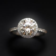à vendre : 11720€ solitaire en or gris 18 Cts avec Diamant naturel taille brillant de 2.09 Cts serti 4 griffes  Couleur : K (Légèrement teinté)  Pureté :  VS1 (Très petites inclusions)  diamètre pierre 8.2 mm  et de diamants brillants  soit 0.28 Cts H-VS  poids : 4.20 gr  Taille 53/54  Livré avec certificat de laboratoire LFG  mise à la taille offerte Prix Neuf Diamant : 16941€ Prix de la monture : 1800€