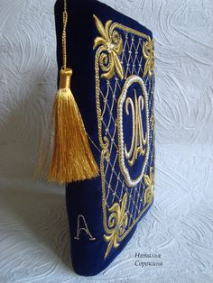 Goldwork on velvet book cover Tambour Embroidery, Gold Embroidery, Hand Embroidery Designs, Embroidery Stitches, Embroidery Patterns, Vintage Photo Album, Gold Work, Bookbinding, Design Crafts