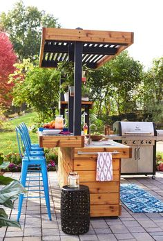 Renovate your place beautifully with this interesting pergola design that is specially chosen for the proper ornamentation of the patio design. Patio Bar, Outdoor Bar And Grill, Outdoor Kitchen Bars, Backyard Bar, Backyard Kitchen, Outdoor Kitchen Design, Pergola Patio, Outdoor Kitchens, Pergola Kits