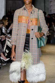 Prada at Milan Fashion Week Fall 2017 - Details Runway Photos Fashion Now, Tween Fashion, Fashion Looks, Milan Fashion, Fashion Ideas, Dresses For Teens, Trendy Dresses, Outfits For Teens, Cute Coats
