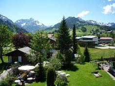 Ausblick vom Balkon der Ferienwohnung Nr.  17 in Riezlern Kleinwalsertal. Blick auf alle Berge - Widderstein - Ifen - Heuberg usw.