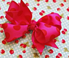 How to make hair bows and hair accessories that are beautiful and easy to make! These pictured hair bow tutorials teach you how to make DIY hair ribbons, baby bows, cheerleading bows for your hair, hair clips, and crochet hair bows. Cute Crafts, Diy And Crafts, Crafts For Kids, Arts And Crafts, Craft Projects, Sewing Projects, Craft Tutorials, Hair Tutorials, Craft Ideas