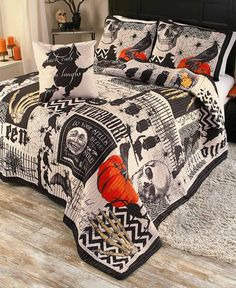 Add a spooky look to your bedroom with this Halloween Quilt Set. Polyester with polyfill. Sophisticated Halloween-themed print in black and cream Set includes: Oversized quilt Decorative pillow, sq. Halloween Quilts, Halloween Bedroom, Casa Halloween, Halloween School Treats, Fairy Halloween Costumes, Spooky Halloween Decorations, Halloween Home Decor, Halloween Blanket, Farmhouse Halloween