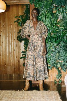 Mara Hoffman, Fashion Hub, Fashion Beauty, Fashion Guide, Vogue Paris, Fashion Calendar, Edgy Chic, Looks Chic, Old Models
