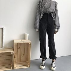 korean fashion casual edgy outfit black white striped oversized long sleeve t shirt black mom jeans converse Fashion Mask, 90s Fashion, Korean Fashion, Fashion Outfits, Kawaii Fashion, Fashion Styles, Fashion Blogs, Classy Fashion, Fashion Online