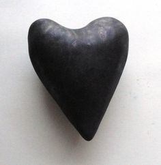 Black Heart Ceramic Heart Pillow Wall Sculpture von Mudgoddess