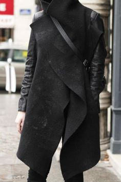 """looks like a blanket cape/wrap over leather jacket"" Looks Style, Looks Cool, Style Me, Dark Fashion, Winter Fashion, Street Fashion, Fashion Moda, Mens Fashion, Moda Medieval"