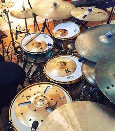 Creative  Featured  @antoniodrums1  #drum#drums#drummer#drummerboy#drumset#drumkit#drumporn#drumline#drummergirl#recordingstudio#musico#baterista#instadrum#drumming#percussion#percussionist#beat#drumsoutlet#tama#DWdrums#ludwig#sjcdrums#gretsch#Bateria#pearl#drumlife#drumdrumdrum#sessiondrummer#drumsticks by drumset_up