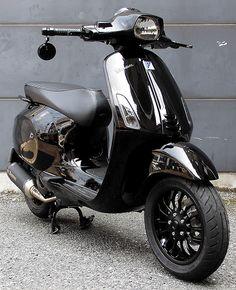 発売間もない事も有ってか、カスタム事例が少ないVESPA SPRINT150です... New Vespa, Lambretta Scooter, Vespa Lambretta, Vespa Scooters, Retro Scooter, Retro Bike, Vespa 150 Sprint, Vespa Tuning, Custom Vespa