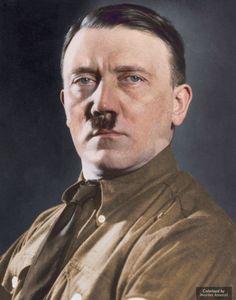 krk_ De blanco y negro a color:En 1920, Hitler se unió al Partido Nacionalsocialista Obrero Alemán, más conocido como los nazis. En esta imagen, Marina ha coloreado un retrato del dictador.</p>