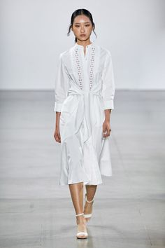 The complete Elie Tahari Spring 2020 Ready-to-Wear fashion show now on Vogue Runway. Elie Tahari, Fashion 2020, Runway Fashion, Casual Dresses, Fashion Dresses, Midi Sundress, Burgundy Dress, Fashion Show Collection, Vogue Russia