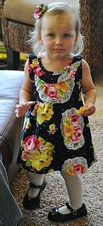 Tutorial: The Ella Dress {with Free Pattern Download}  Adorable dress #diy #sewing_pattern #toddlers_dress_sewing_pattern