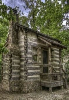 Log Cabin Tiny house home cabin cottage via Angela Axiarlis Old Cabins, Tiny Cabins, Cabins And Cottages, Cabins In The Woods, Log Cabin Living, Log Cabin Homes, Little Cabin, Le Far West, Cozy Cabin
