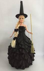 Imagem relacionada Gisele, Flower Shape, Doll Clothes, Shapes, Halloween, Dolls, Dresses, Fashion, Diy And Crafts