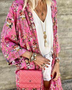 Được làm từ những chất liệu mát mẻ cùng họa tiết nhiệt đới bắt mắt, áo khoác kimono là món đồ bạn nên sở hữu trong những chuyến du lịch biển sắp tới.  #kimono #ootd Elle Fashion, Kimono Top, Bodysuit, Bohemian, Bikini, Detail, Collection, Instagram, Onesie