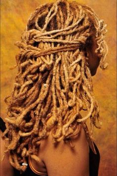 I pinned this already, but this loc style is so lovely I must pin it again.