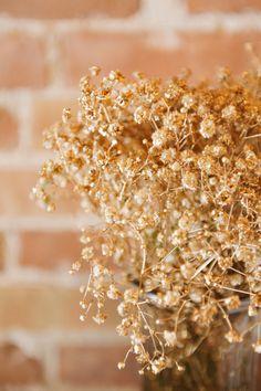 Gold Babys breath. Mikki Platt Photography. Gatsby Wedding. Mint gold blush wedding.