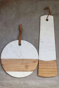 A casually sophisticated serving piece, this round Marble Cheese Board is handcrafted of marble and ecologically forested acacia. Unique marbling and refined wood graining make this piece perfect for