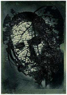 Emmet Gowin - Edith en Panamá: máscara de hoja, 2004. Cortesía de Pace/MacGill, Nueva York.