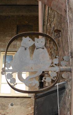 Anuncio de gatos Crazy Cat Lady, Crazy Cats, Blade Sign, Sestri Levante, Storefront Signs, Old Pub, Cat Signs, Cat Decor, Business Signs